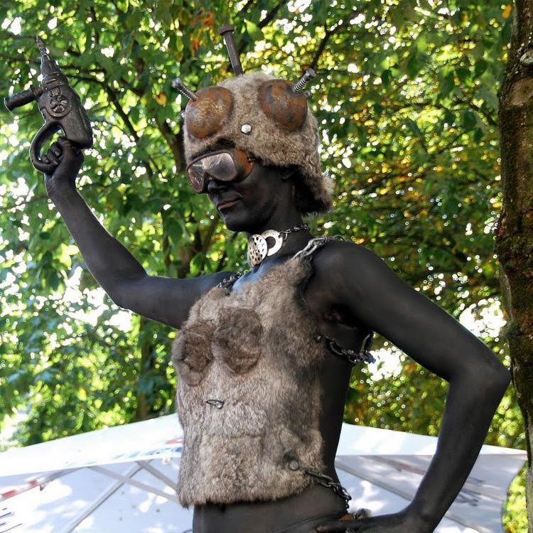 038 IJzeren Maagden - Iron Maiden - Living Statue - Levend Standbeeld | 009 Animation - Animatie