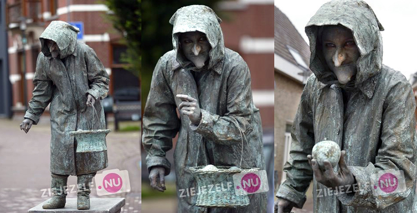 074 Heks - Witch - Living Statue - Levend Standbeeld 01