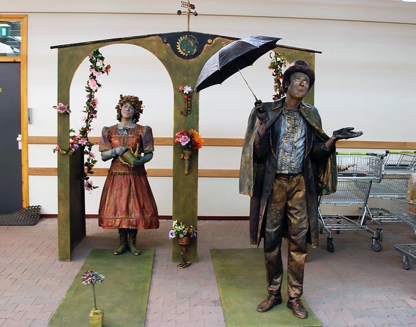 080 Het Weerhuisje - The Weather House - Living Statue - Levend Standbeeld 01