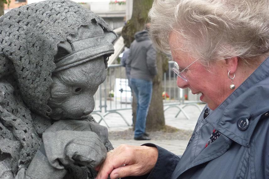 081 Poezenvrouwtje - Cat Lady - Living Statue - Levend Standbeeld 01