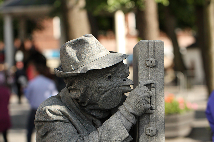 082 Haneman - Rooster Man - Living Statue - Levend Standbeeld 01