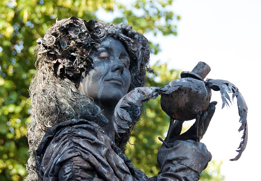 096 Estella en de Raaf - Estella with Ravens - Living Statue - Levend Standbeeld 01