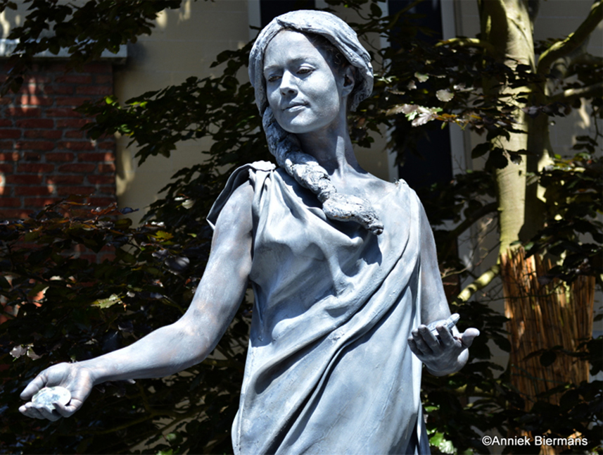 Beeldtheater Living Sculptures 026 Luna 01
